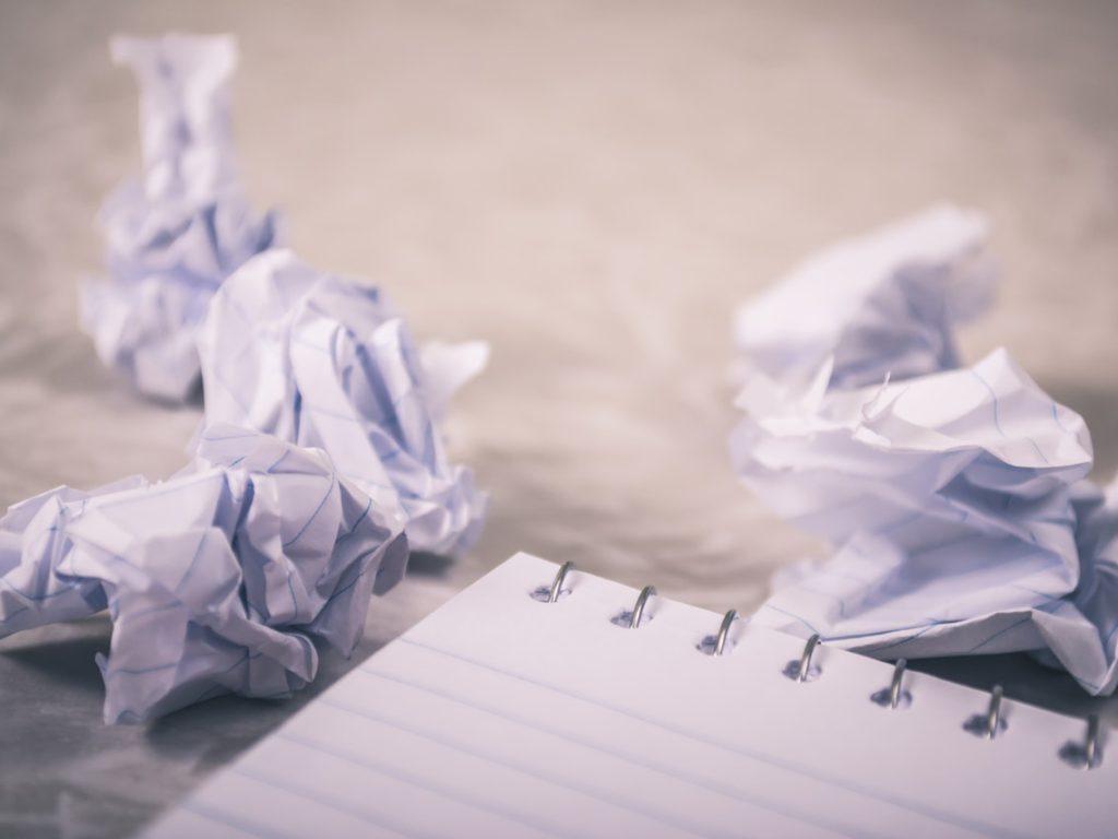 Kan du bara slänga viktiga dokument hur som helst?